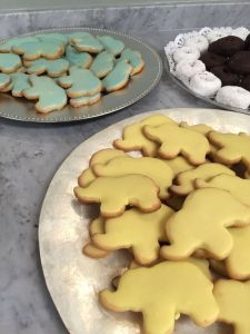 Cookie Recipe by Taste of Home, Icing Recipe by Allrecipes, Photos by Priscillakittycat